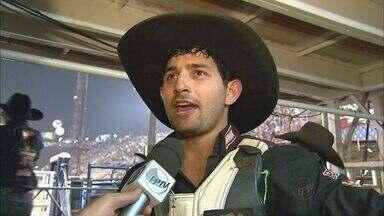 Etapa nacional de montaria em touros já tem campeão em Barretos, SP - Além do título, Thiago Rodrigues garantiu uma vaga no mundial de rodeio em Las Vegas.