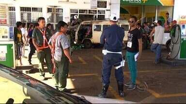 Campo Grande registra quase 30 acidentes de trânsito durante o fim de semana - Em uma das ocorrências, um casal de idosos e o neto foram feitos reféns por dois assaltantes que roubaram o carro da família. Na fuga eles se envolveram em um acidente