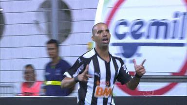 Atlético-MG vence o Internacional no Independência, em BH - O jogo foi equilibrado.