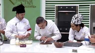Chef francês ensina participantes do Super Chef a fazer macarons de chocolate - Doce leva recheio de sorbet de manga. Veja como fazer