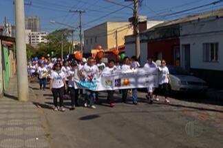 Pessoas com deficiências são lembradas na caminhada da Apae de Mogi das Cruzes - Evento do final de semana reuniu muita gente para lembrar da semana nacional da pessoa com deficiência intelectual e múltipla.