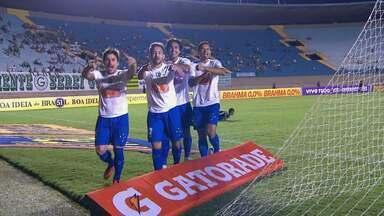 Cruzeiro vence o Goiás no estádio Serra Dourada - Equipe celeste vence por 1 a 0 e dispara na liderança do Campeonato Brasileiro