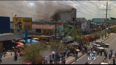 Incêndio atinge prédio e estrutura desaba em avenida de Manaus - Local possui quatro andares; não há informações sobre feridos.Um trecho da avenida Grande Circular está interditado.
