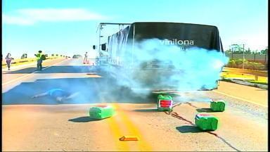 Simulação de acidente com substâncias químicas bloqueia BR-153 neste sábado (23) - Trânsito ficou parado por quase 1h.