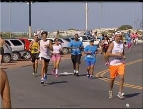 Moradores de Cabo Frio e Macaé, RJ, participam de corridas durante o fim de semana - Em Macaé, corrida de rua incentivou prática de esporte.