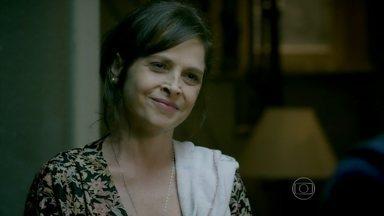 Império - Capítulo de quinta-feira, dia 28/08/2014, na íntegra - Cora faz insinuações sobre Cristina e Vicente para Fernando