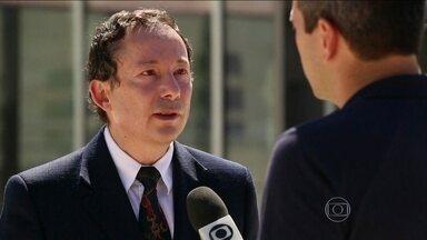 """Porta-voz do Ministério das Relações Exteriores de Israel deixa o cargo - O porta-voz do Ministério das Relações Exteriores de Israel, Yigal Palmor, abandonou o cargo. Ele causou um incidente diplomático, há pouco mais de um mês, ao chamar o Brasil de """"anão diplomático""""."""