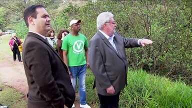Gilberto Natalini visita entorno do Parque Burle Marx - O candidato do PV disse que a prioridade será a criação de novos parques.