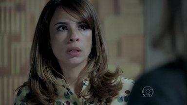 Danielle pressiona Marisa para saber motivo da reunião - Ela acredita que José Pedro está sendo vítima de uma armação