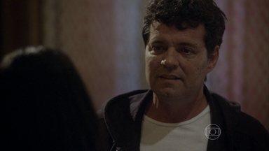 Marcelo se declara para Delma - Ele se sente culpado pelo beijo que deu em Roberta