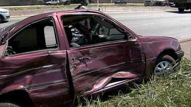 Quatro pessoas ficam feridas em acidente no Anel Rodoviário de BH - Um dos motoristas envolvidos tinha bebido antes de dirigir.