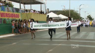 Dia da Raça é comemorado com desfile em São Luís - Milhares de estudantes participaram de um desfile na Avenida Senador Vitorino Freire.