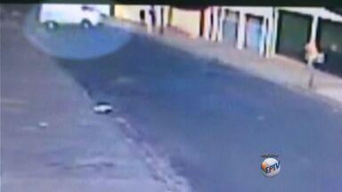 Polícia muda investigação sobre morte de aposentado em Franca, SP - Ele foi atropelado por perua em cima da calçada.