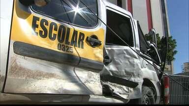 JPB2JP: Quatro crianças ficaram feridas em acidente de trânsito - Batida entre veículo de transporte escolar e carro.