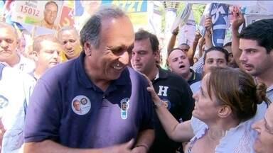 Pezão caminha pelo calçadão de Campo Grande - O candidato ao governo do Rio prometeu combater as milícias na Zona Oeste do Rio.