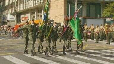 Desfile movimenta Dia da Independência no Centro de Campinas - Os moradores da cidade se deslocaram para a Avenida Francisco Glicério pela manhã deste domingo. O desfile teve a presença de militares, escolas e entidades.
