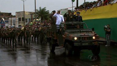 Desfile 7 de Setembro faz homenagem a saldada Isabele Pereira - Nem mesmo a forte chuva, impediu o público de prestigiar o tradicilnal desfile da independência do Brasil, no domingo.