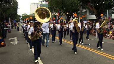 Tradicional Desfile Cívico-Militar atrai milhares de pessoas em Aracaju - O tradicional Desfile Cívico-Militar de 7 de setembro reuniu milhares de pessoas, na Avenida Barão de Maruim, em Aracaju. O evento contou com a participação do Exército, Marinha, Aeronáutica, Corpo de Bombeiros, das Polícias e de Escolas do estado.