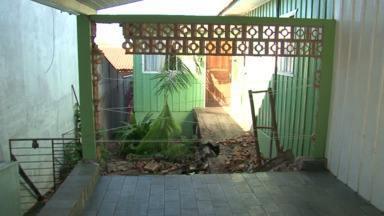 Motorista bêbado invade quintal em Umuarama e outros 16 são flagrados em Paranavaí - 9 foram parar na cadeia.