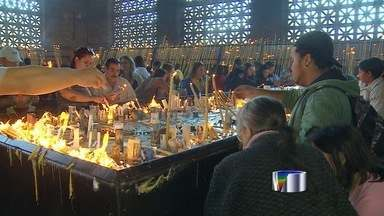 Fiéis lotam Santuário Nacional de Aparecida - Primeiro domingo de setembro já antecipa movimento da festa da padroeira em Aparecida (SP).