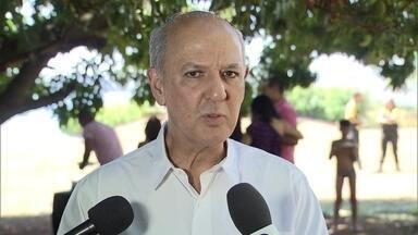 José Roberto Arruda promete dar mais incentivo ao comércio do DF - José Roberto Arruda (PR) fez campanha da QL-26, do Lago Sul, em um almoço com comerciantes e vendedores. O candidato ouviu sugestões e prometeu dar mais incentivo ao comércio do DF. Falou em agilizar a liberação de alvarás e isenção tributária.