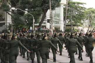 Desfile de 7 de setembro encantra crianças e adultos em Salvador - O evento atraiu milhares de pessoas.
