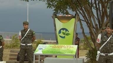 Cerimônia de 'Abafamento do Fogo' encerra oficialmente a semana da pátria no Amazonas - Chama na tocha simboliza desde o ano de 1938 o patriotismo cívico.