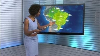 Previsão é de sol para a maior parte do Brasil nesta terça-feira (9) - O tempo seco deve predominar na maior parte do país. Uma frente fria pode trazer chuvas no Rio Grande do Sul. Também há previsão de chuva para uma faixa entre Alagoas e Rio Grande do Norte.
