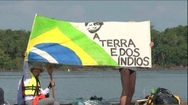 Ambientalistas, índios e pescadores participam de canoada pelo Xingu - Batizada de Bye Bye Xingu, a canoada é um protesto contra as obras da usina hidrelétrica de Belo Monte.