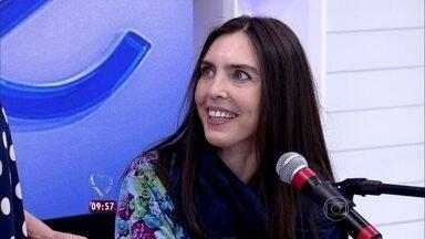 Adriana Calcanhotto canta no Mais Você - Ana Maria entrevista cantora que está arrasando na trilha de novela