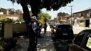 AMC intensifica fiscalizações para coíbir estacionamentos irregulares em Fortaleza - Equipe do CETV flagrou vários veículos estacionados em locais irregulares.