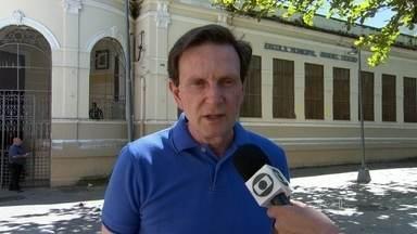 Crivella promete melhorar piso salarial dos professores - Marcelo Crivella fez campanha na Zona Sul do Rio de Janeiro nesta quinta-feira (11). Pela manhã, ele caminhou no bairro da Gávea, onde conversou com eleitores e comerciantes. Ele voltou a falar sobre segurança pública e educação.