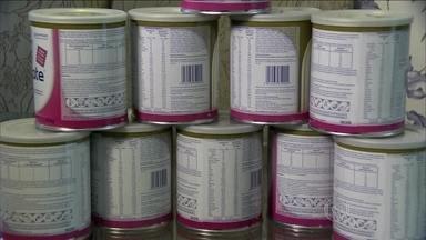Ladrões roubam latas de leite especial e caro em São Paulo - Nas farmácias, cada lata desse leite custa quase R$ 170. O que é distribuído no posto sai com um aviso na embalagem: venda proibida pelo comércio. Mas ofertas como essa na internet: de R$ 60 a lata, têm chamado a atenção da polícia.