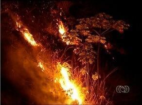 Queimada na serra do Carmo chega a Taquaruçu - Queimada na serra do Carmo chega a Taquaruçu.