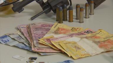 Preso grupo que usava redes sociais para ostentar lucro do tráfico de drogas - Prisões foram no Camelódromo de Jaboatão Centro. De acordo com a polícia, o grupo circulava pelo local com pequenas quantidades de crack.