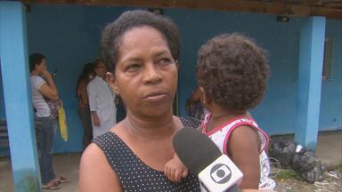 No Ibura, posto de saúde funciona em local improvisado - Comunidade reclama da demora para conseguir uma ficha, da falta água no local e dos alagamentos.