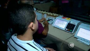 Técnicos do TRE recebem treinamento para manutenção das urnas eletrônicas - Técnicos do TRE recebem treinamento para manutenção das urnas eletrônicas