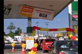 Promoção 'Combustível sem imposto' movimenta postos da capital - Apenas 150 motoristas conseguiram abastecer com o desconto.