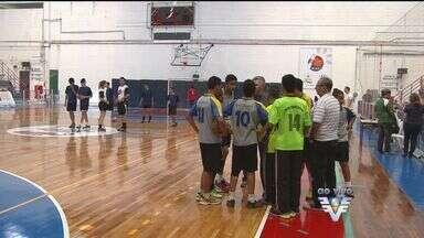 Copa TV Tribuna de Handebol escolar acontece na Universidade Santa Cecília - Equipes masculinas e femininas abriram o primeiro dia de competição.