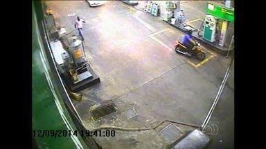 Câmeras de segurança registram assalto a posto de combustíveis em Goiânia - Essa foi a terceira vez que roubaram o comércio localizado no Setor Jardim Novo Mundo.