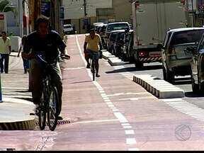 Cliclovia na Avenida Fidélis Reis está em funcionamento em Uberaba - Ciclovia começou a funcionar no início da semana. A próxima avenida a ganhar uma ciclovia será a Santos Dumont.
