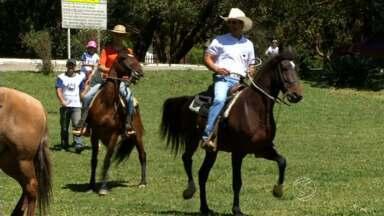 Cavalgada reúne cerca de duas mil pessoas em Visconde de Mauá, RJ - Objetivo é fortalecer a cultura sertaneja e, também, movimentar a economia da região.