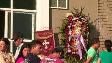 Rapaz de 23 anos é morto a tiros enquanto trabalhava em Guarapuava - O crime foi ontem à noite em uma lanchonete na região central da cidade. O enterro foi na tarde deste sábado.