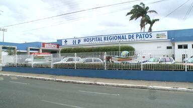 Família de aposentado reclama de falta de atendimento na cidade de Patos, no Sertão da PB - Parentes chegaram a dormir na calçada a espera de atendimento.