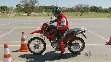 Empresas investem em cursos de direção defensiva para motociclistas - Empresas investem em cursos de direção defensiva para motociclistas