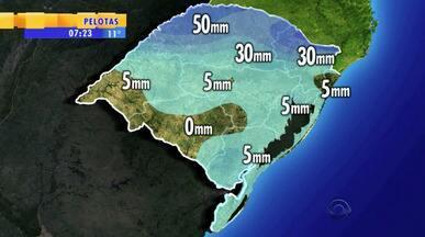 Tempo: chuvas voltam a partir de quinta-feira (18) - Chove muito, porém rapidamente. O bloqueio atmosférico começa a se dissipar.