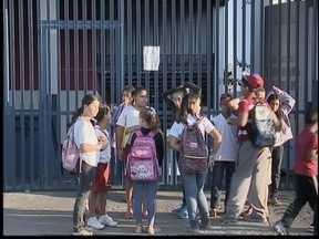 Pais se revoltam com falta de professores - Alunos estão sem aulas em escolas de Presidente Prudente.