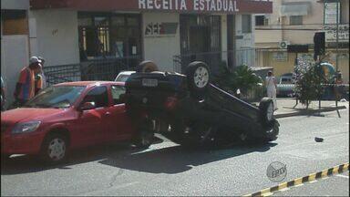 Internauta flagra acidente de carro no Centro de Campo Belo (MG) - Internauta flagra acidente de carro no Centro de Campo Belo (MG)