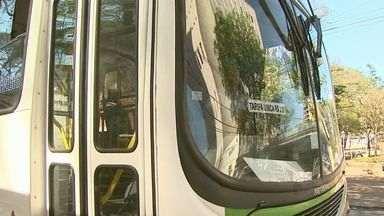 Ônibus de Ribeirão Preto deixam de receber pagamento em dinheiro - Diretor de transporte da Transerp esclarece dúvidas sobre a mudança e pontos que os usuários querem saber.