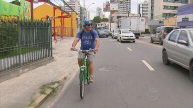 Pernambucanos trocam carro pela bicicleta e saem economizando - Mudança ajuda a preservar o meio ambiente.